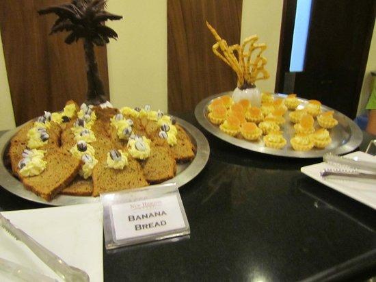 New Horizon Hotel : breakfast desserts