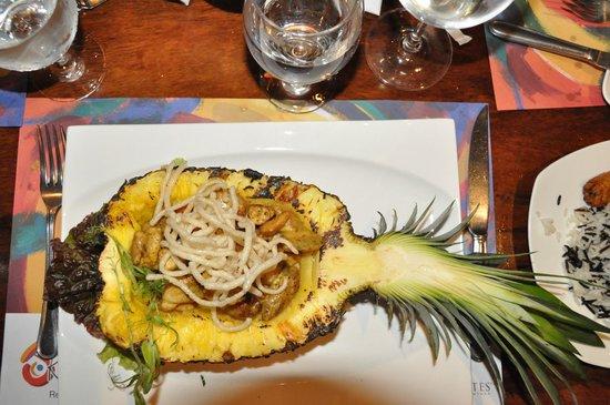 Restaurante Don Rufino: Tropical chicken in pineapple