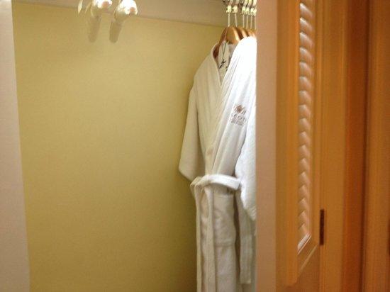 Ascott Makati: Spacious closets