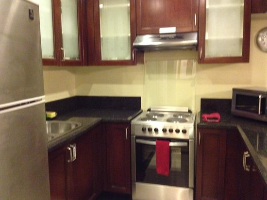 Ascott Makati: Fully equipped kitchen