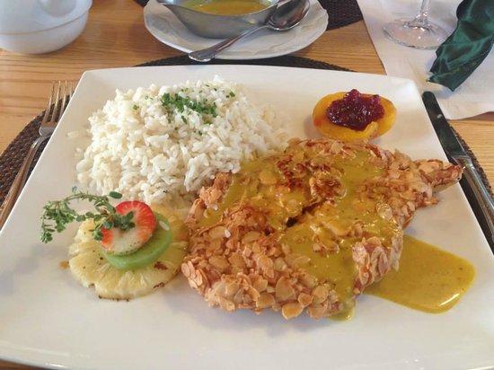 Dorfkrug - Gasthof . Restaurant . Appartements : Not your usual schnitzel