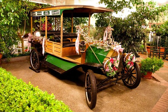 Apple Farm Inn: This 100 year-old Model-T sits in front of the lobby