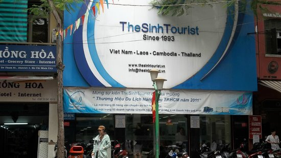The Sinh Tourist Day Tours: Front office of Sinh Tourist at De Tham St.