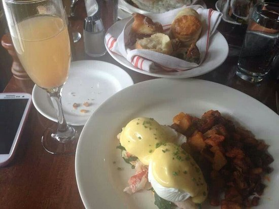 Jane : Lobster Benny and Bellini.