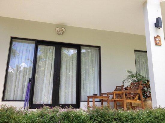 Kebun Villas & Resort: Sliding doors to rooms