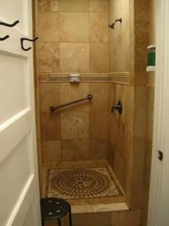 Hostel on 3rd : Our shower room