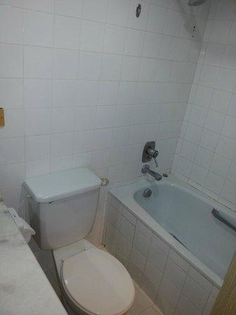 Hsiang Garden Hotel: Deluxe Room Toilet