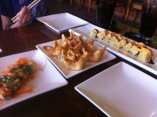 Mikasa Japanese Cuisine: I believe New Mexico roll is on left, wontons in middle and Las Vegas roll on right...DELICIOUS!