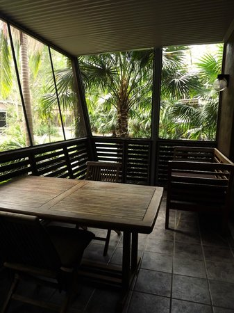 Angourie Rainforest Resort: Enclosed back deck area of our room