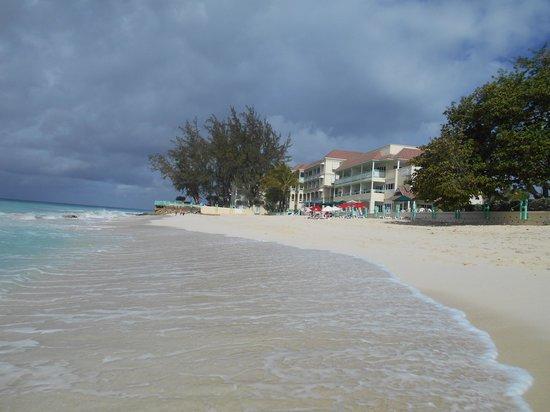 Coral Mist Beach Hotel: Hotel and Beach