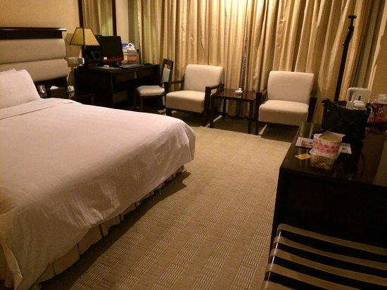 Gofront Hotel: The room