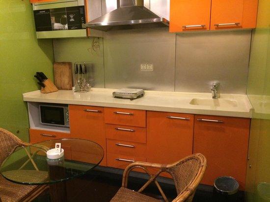 Gofront Hotel: Kitchen area