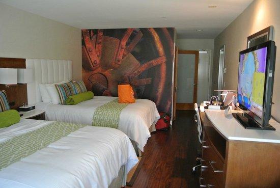 Hotel Indigo Anaheim: Nice room.