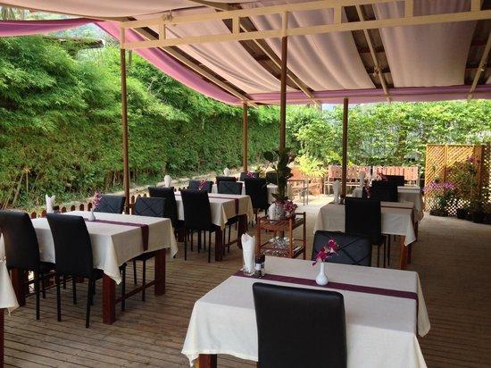 The Stage Koh Chang : Бистро Moo4 возле отеля предлагает европейские завтраки