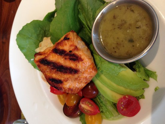 McCoy's Bar & Grill: Salad made to order