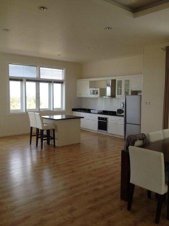 Villa Panda : Kitchen & dining room