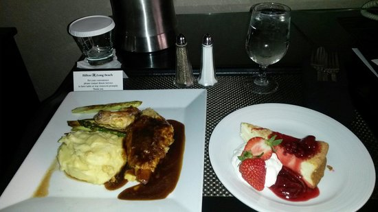 Hilton Long Beach: Room service was pricey but so worth it.i loved my stay!
