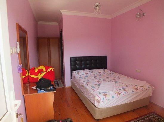 Dort Mevsim Hotel: Pink room