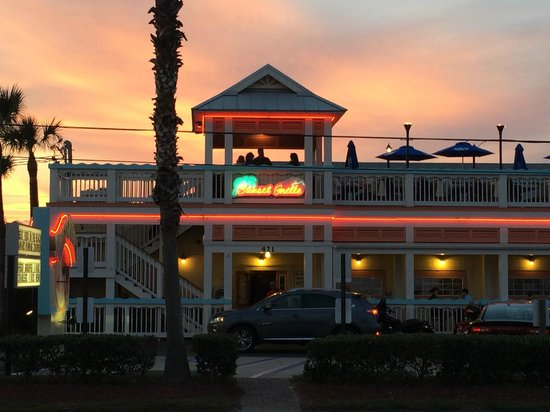 Hampton Inn St. Augustine Beach : Great restaurant directly across the stree