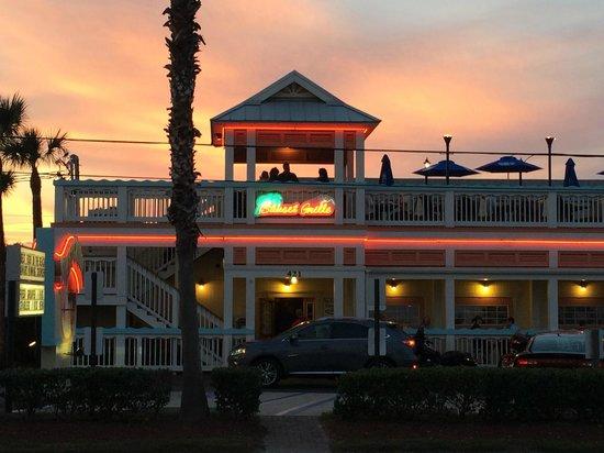 Hampton Inn St. Augustine Beach: Great restaurant directly across the stree
