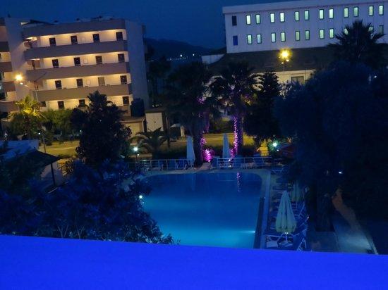 Hotel Adler: Вечерний отель Адлер - вид из номера