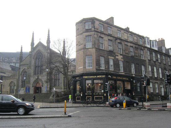 Holiday Inn Express - Edinburgh City Centre: Рядом с отелем
