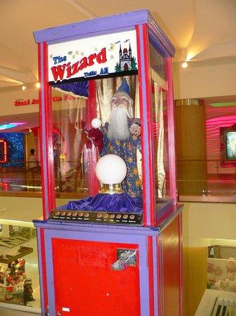 Royal Garden Plaza: А этот Волшебник находится на третьем этаже ТЦ