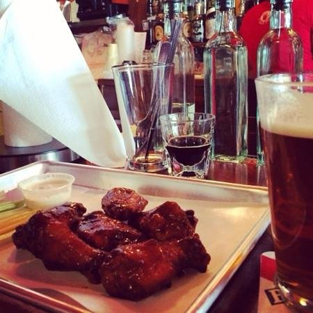 Black Dog Smoke & Ale House: Spicy BBQ chicken wings!