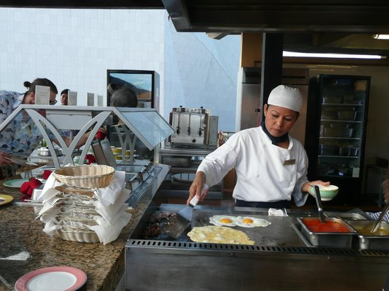 Tesoro Los Cabos: breakfast buffet made to order eggs/omelette