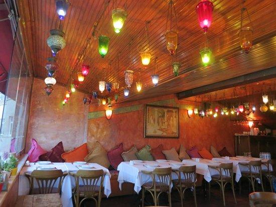Omar Cafe & Restaurant: Интерьер