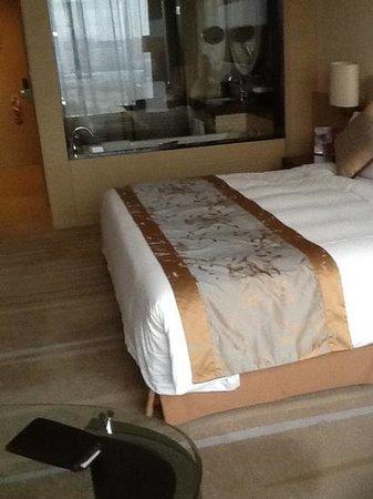 Crowne Plaza Guangzhou Huadu: neat and clean room