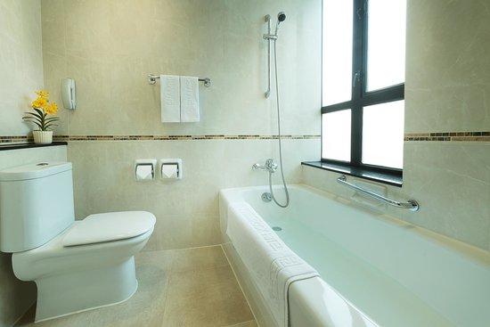 Shamrock Hotel: Standard Room - Bathroom