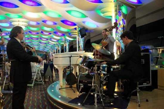 Skyview Bar: The amazing jazz band