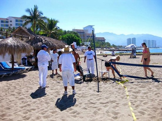 Melia Puerto Vallarta All Inclusive: Working to dig the anchors for poles