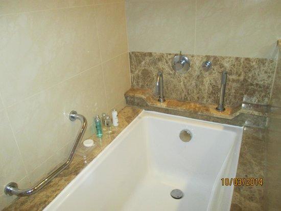 Miramar Al Aqah Beach Resort: ванная