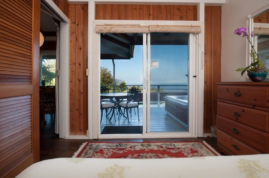 Hale Kukui : one bedroom in the 2 brm cottage overlooking hot soak tub on lanai, orchard and ocean