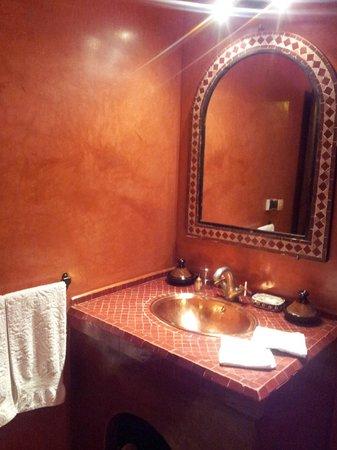 Riad Ahlam: bathroom