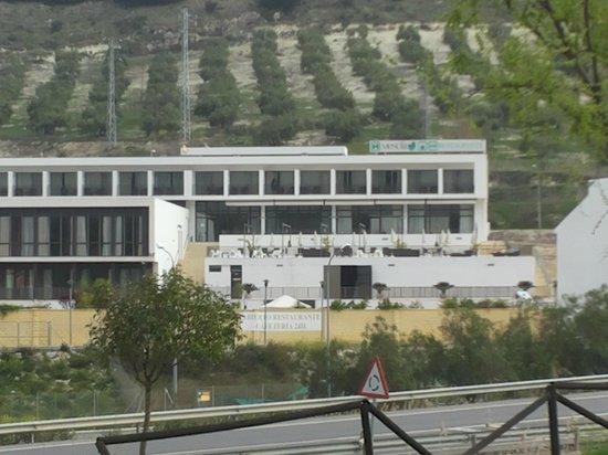 Hotel Mencia Subbetica: Vista del hotel desde la Via Verde