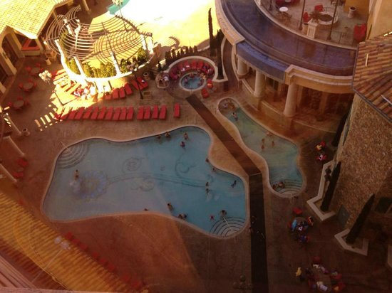 Peppermill Resort Spa Casino: Lower pool section