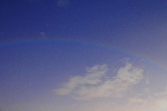 Oahu Photography Tours: Moonbow - 9pm over Waikiki