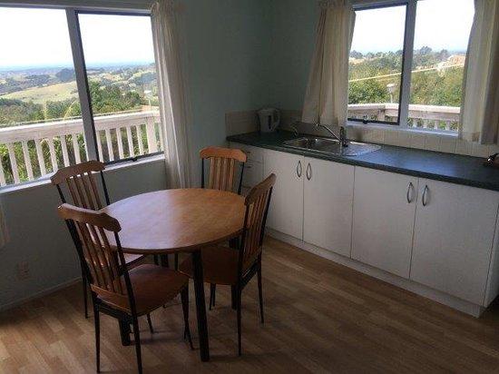 Mangawhai Retreat Apartments: Fully equipped Kitchen