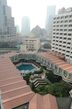 Dusit Thani Bangkok: Pool and Gym area