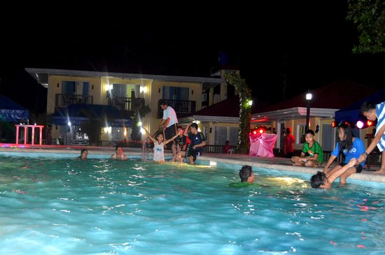 Caimito Beach Hotel : Pool party after the debut celebration