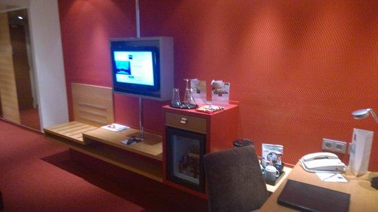 Dorint Main Taunus Zentrum: Blick ins Zimmer