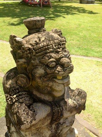Club Med Bali: sculpture