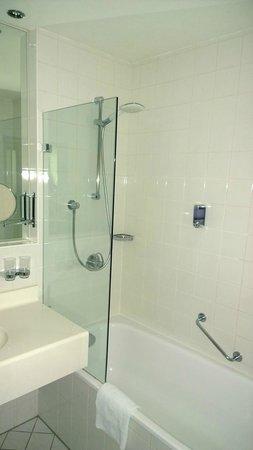 Augarten Art Hotel : Bathroom en suite