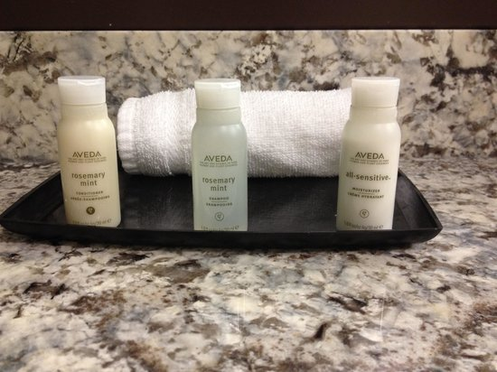 Aava Whistler Hotel: Aveda toiletries
