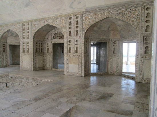 Rotes Fort: .shahajahan spent his last years as a prisoner in this fort.