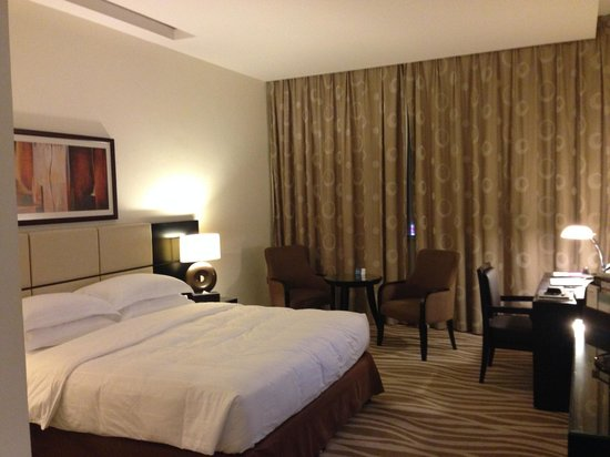 Cristal Hotel Abu Dhabi: Spacious King Size Room