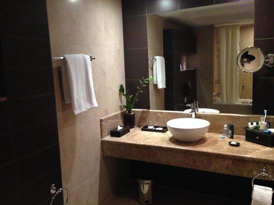 Cristal Hotel Abu Dhabi : Lovely Bathroom